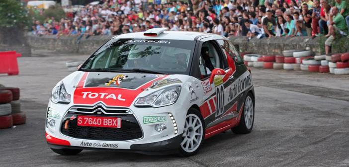Jonhatan Domingo y Mariano Benito, listos para su participación con el Citröen DS3 R1 del Grupo Auto Gomas en el Rallye Santander-Cantabria